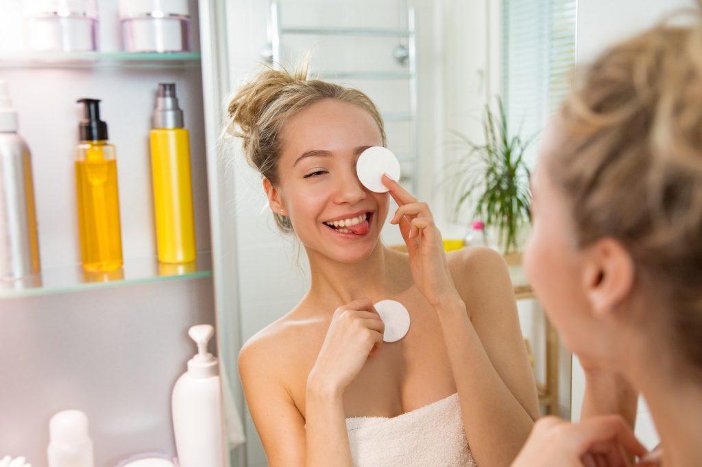 limpando o rosto